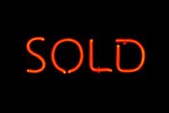Signe au néon vendu Image libre de droits
