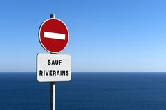 Signe au rivage de mer Photo stock