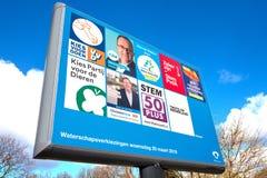 Signe avec les partis politiques et leur liste de tracteurs pour les ?lections provinciales de conseil et d'agence de l'eau image libre de droits