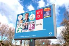 Signe avec les partis politiques et leur liste de tracteurs pour les ?lections provinciales de conseil et d'agence de l'eau images libres de droits