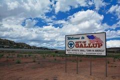 Signe bienvenu à Gallup, la plupart de petite ville patriotique en Amérique Images libres de droits