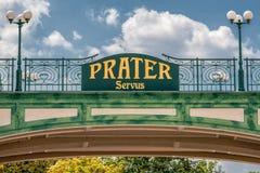 Signe bienvenu à l'entrée du parc public de Prater à Vienne photo stock