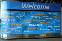 Signe bienvenu à l'intérieur de du terminal 4 de ligne aérienne de delta à l'aéroport international de JFK à New York Image stock