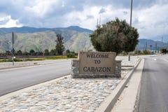 Signe bienvenu à la ville de Cabazon, CA, de l'autoroute I-10 près de la vallée de Coachella photographie stock