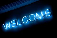 Signe bienvenu au néon Images libres de droits