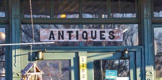 Signe bienvenu de boutique d'antiquités image libre de droits