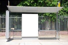 Signe blanc d'arrêt de bus Photographie stock