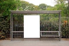 Signe blanc d'arrêt de bus Photo stock