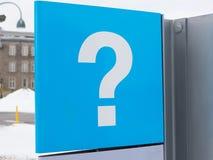 Signe bleu de point d'interrogation, centre d'information de touristes, Montréal, Québec, Canada Image stock