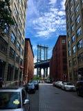 Signe, briques, près de la passerelle de Brooklyn Photographie stock