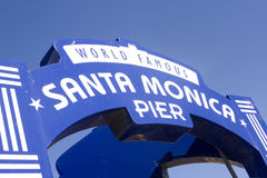 Signe célèbre de pilier de Santa Monica Photographie stock