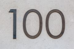 Signe cent/100 en métal Photo stock
