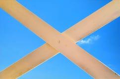 Signe croisé sur le ciel Photos libres de droits