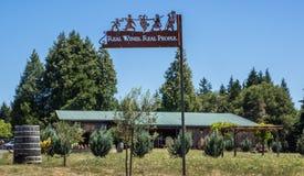 Signe décoratif à l'établissement vinicole photographie stock