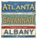 Signe d'émail de cru avec des villes de la Géorgie USA Vieux panneau routier des Etats-Unis illustration libre de droits