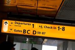 Signe d'aéroport à Schiphol (Amsterdam, Hollande) Photographie stock libre de droits