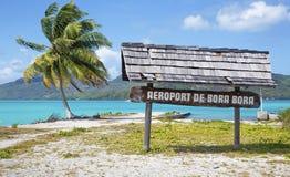 Signe d'aéroport de Bora Bora en français la Polynésie française Photos libres de droits