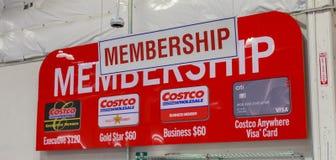 Signe d'adhésion de vente en gros de Costco Costco Wholesale Corporation est le plus grand club réservé à l'adhésion d'entrepôt a images stock