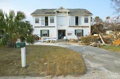 Signe d'Allstate et maison détruite Photo stock
