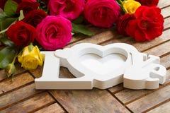 Signe d'amour avec des roses Photographie stock