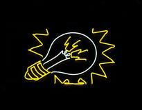Signe d'ampoule de lampe au néon Images stock