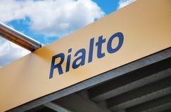 Signe d'arrêt d'autobus de l'eau de Rialto Photo stock