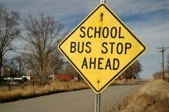 Signe d'arrêt d'autobus scolaire photos stock