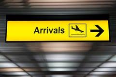 Signe d'arrivée d'aéroport images stock