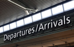 Signe d'arrivel de départ à l'aéroport Amsterdam de Schiphol Photo libre de droits
