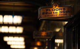 Signe d'ascenseur pour la pièce chinoise, Smith Tower, Seattle image libre de droits