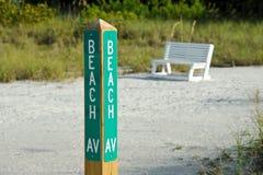 Signe d'avenue de plage images stock