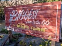 Signe d'entrée de la vie d'un insecte au parc d'aventure de Disney la Californie Image stock