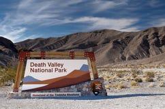 Signe d'entrée de stationnement national de Death Valley. Photos libres de droits