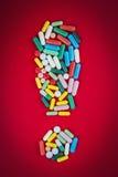 Signe d'exclamation fait de pilules Images libres de droits