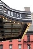 Signe d'hôtel avec des lumières photos libres de droits