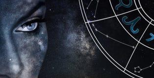 Signe d'horoscope de Bélier Fond de ciel nocturne de femmes d'astrologie photographie stock libre de droits
