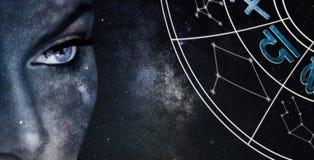 Signe d'horoscope de BALANCE Fond de ciel nocturne de femmes d'astrologie photographie stock