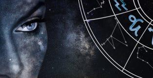 Signe d'horoscope de Capricorne Fond de ciel nocturne de femmes d'astrologie image libre de droits