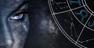 Signe d'horoscope de Taureau Fond de ciel nocturne de femmes d'astrologie image libre de droits