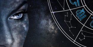 Signe d'horoscope de Vierge Fond de ciel nocturne de femmes d'astrologie photos stock