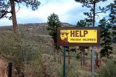 Signe d'incendie de forêt image stock