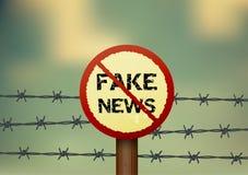 Signe d'interdiction pour de fausses actualités Images stock