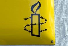 Signe d'international d'amnistie à Amsterdam i photographie stock libre de droits