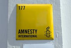 Signe d'international d'amnistie à Amsterdam photo libre de droits