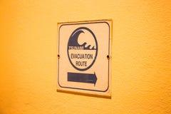 Signe d'itinéraire d'évacuation de tsunami Photographie stock
