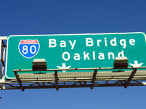 Signe d'Oakland de pont de baie Images stock