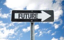 Signe d'orientation future avec le fond de ciel image libre de droits