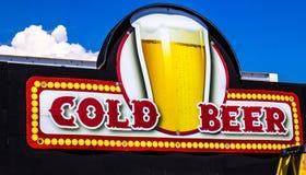 Signe de bière froide Photographie stock