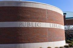 Signe de bibliothèque publique de collines de Rochester de Rochester Michigan images stock