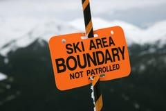 Signe de borne de journal de région de ski. images libres de droits